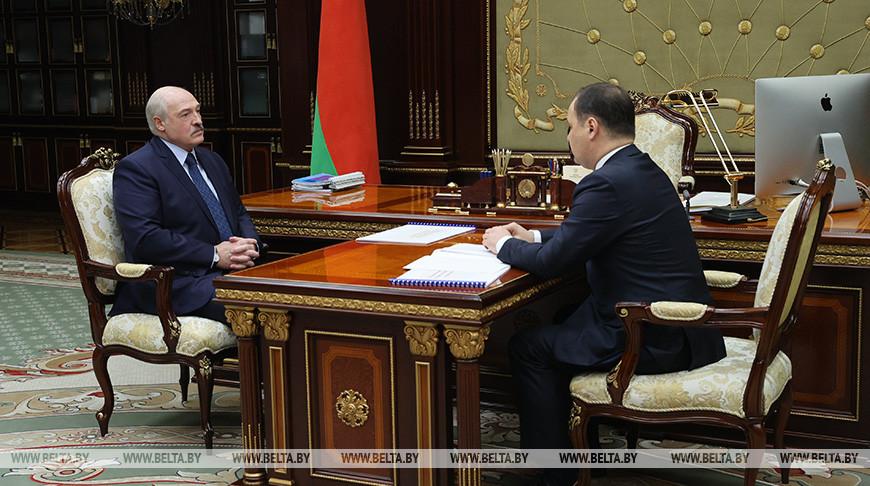 Ситуация в экономике и на предприятиях — Лукашенко принял с докладом премьер-министра