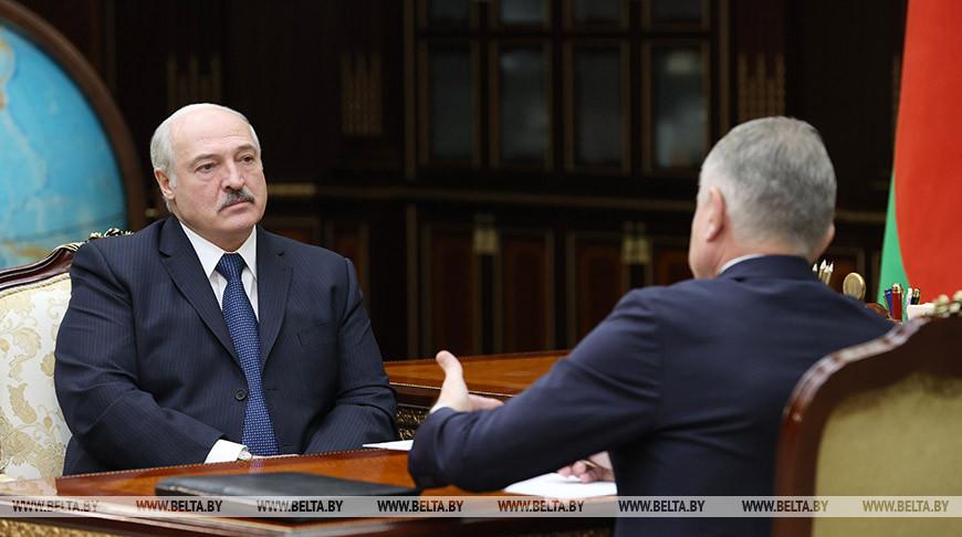 Лукашенко требует расставить точки над «i» в вопросах действия коллективных договоров