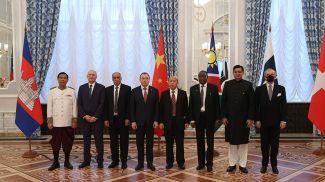Послы 6 стран и Мальтийского ордена и министр иностранных дел Беларуси Владимир Макей
