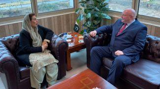 Фехмида Мирза и Андрей Ермолович. Фото Посольства Беларуси в Пакистане