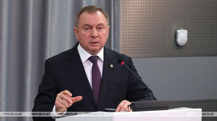 Владимир Макей во время брифинга