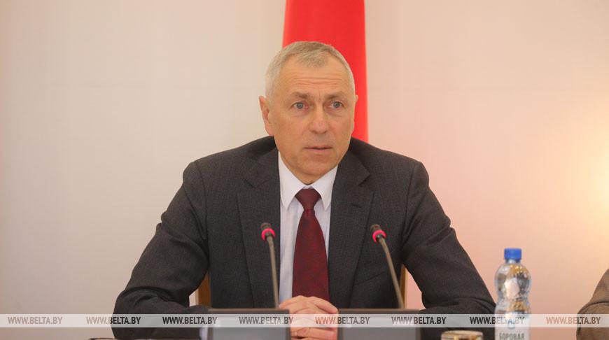 Валерий Мицкевич во время совещания