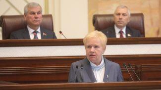 Председатель ЦИК Лидия Ермошина выступает в Овальном зале
