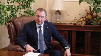 Владимир Макей во время интервью