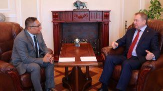 Рашед Мустафа Сарвар и Владимир Макей во время встречи. Фото МИД