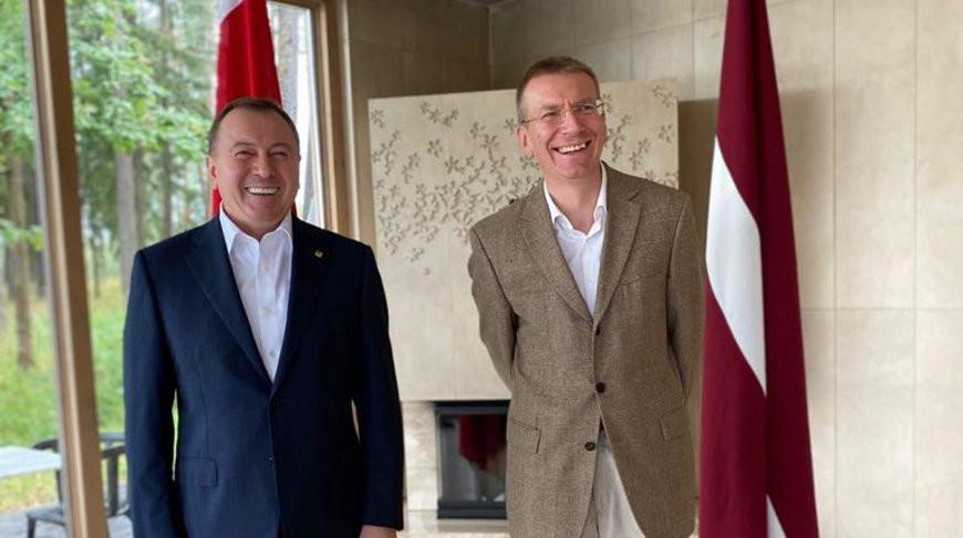 Владимир Макей и Эдгарс Ринкевичс. Фото из Twitter МИД Латвии