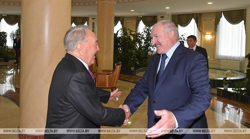 Нурсултан Назарбаев и Александр Лукашенко. Фото из архива
