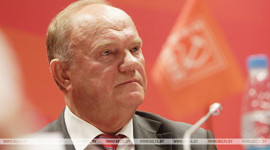 Зюганов: те, кто обещает Беларуси демократию, просто хотят захапать ее собственность