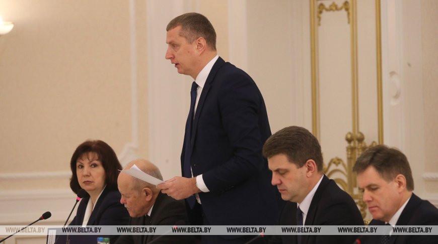 Дмитрий Крутой во время совещания