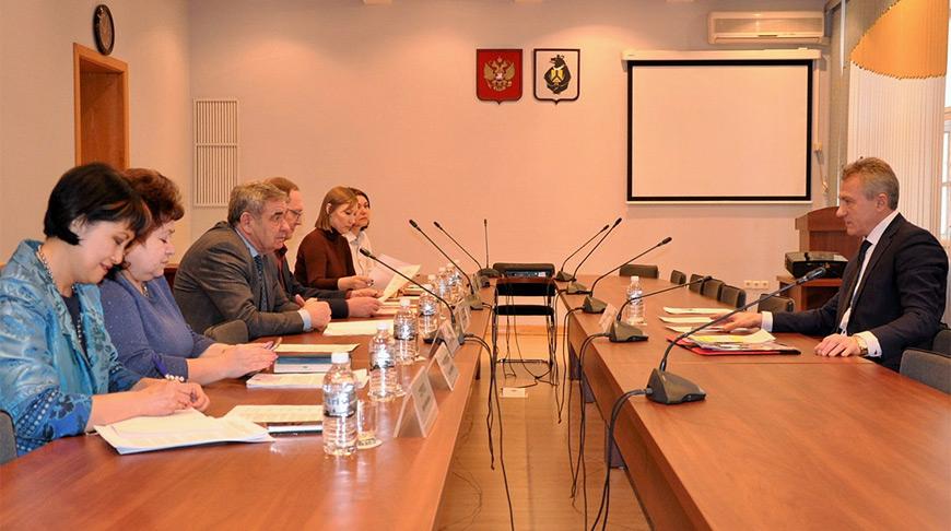 Во время встречи. Фото посольства Беларуси в России