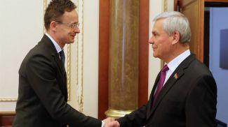 Петер Сийярто и Владимир Андрейченко во время встречи