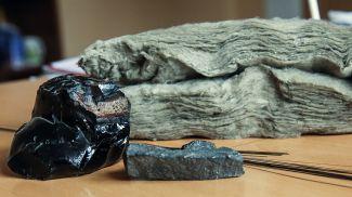 Базальт в физических формах от камня до продукции. Фото из архива
