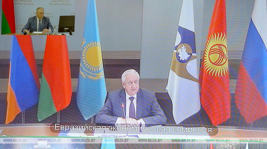 Михаил Мясникович во время заседания в формате видеоконференции