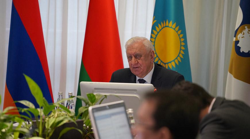Михаил Мясникович во время заседания. Фото ЕЭК
