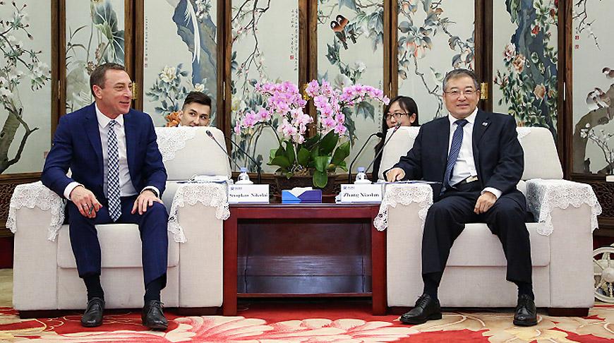 Николай Снопков и Чжан Сяолунь. Фото посольства Беларуси в Китае