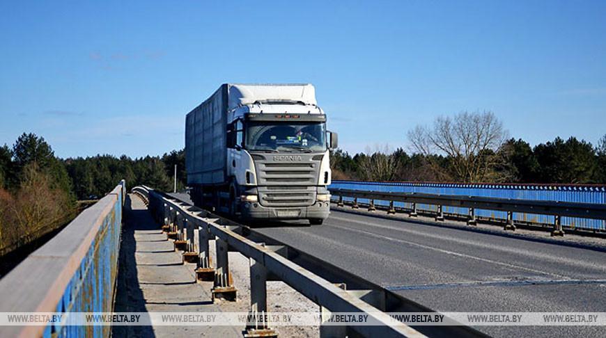 Навигационные пломбы будут накладывать на авто транзитных перевозчиков-нарушителей