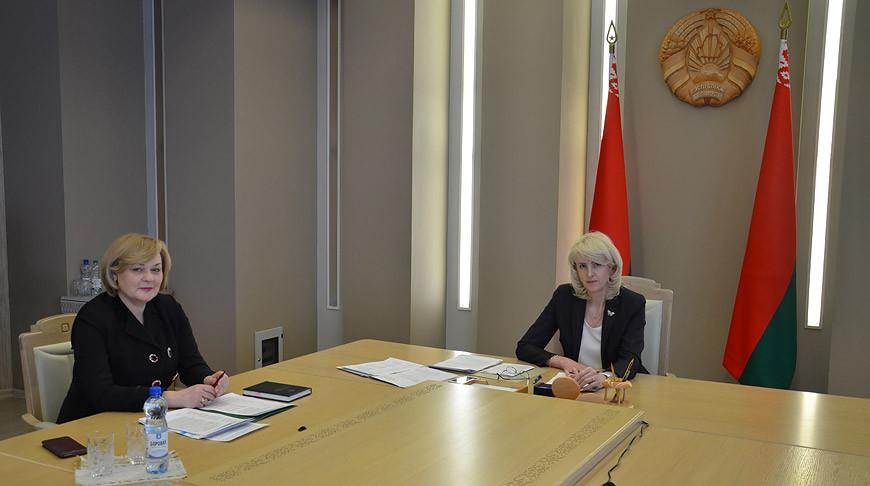 Во время круглого стола. Фото Совета Республики