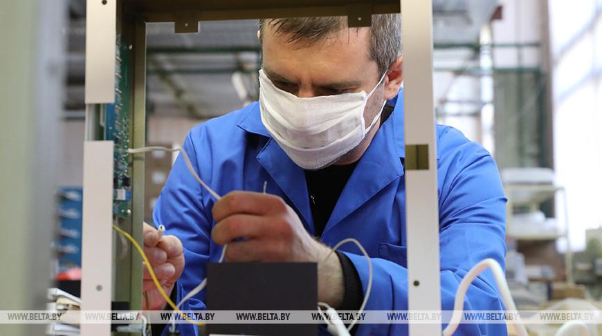 На участке сборки бытовой и медицинской техники предприятия. Фото из архива