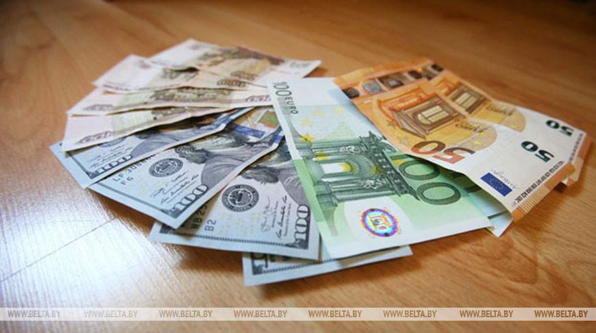 Евро и российский рубль на торгах 5 августа подорожали, доллар подешевел