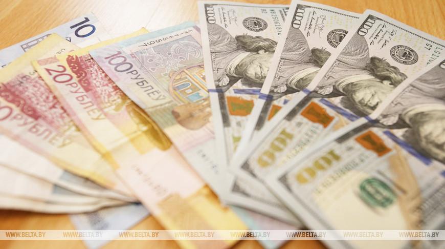 Белорусский рубль на торгах 9 сентября укрепился к трем основным валютам
