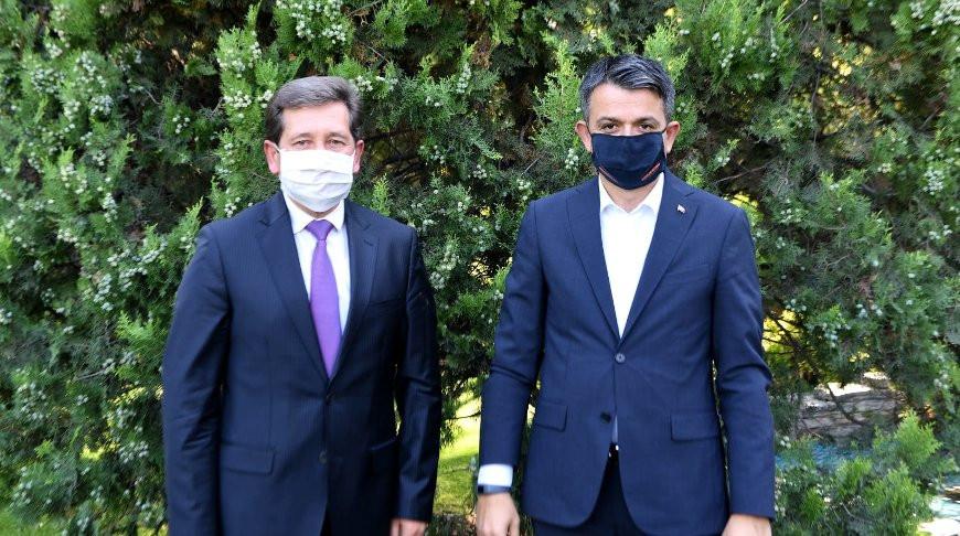 Виктор Рыбак и Бекир Пакдемирли во время встречи. Фото посольства Беларуси в Турции