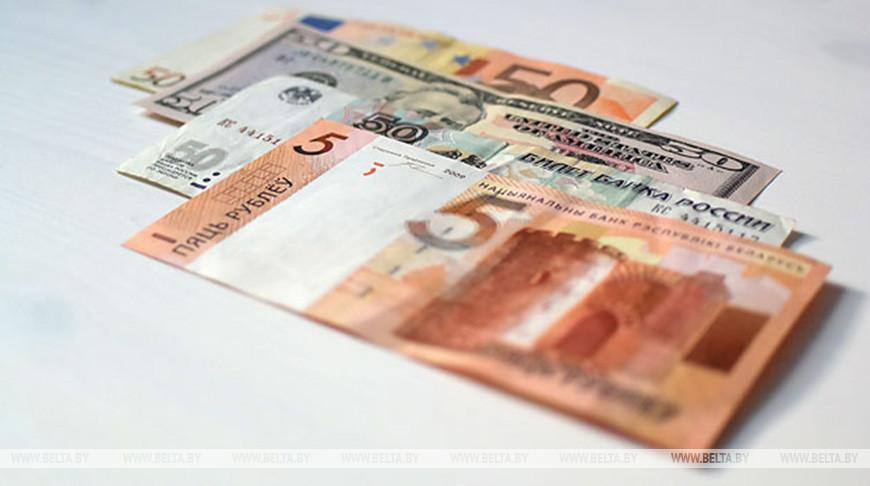Доллар и российский рубль на торгах 18 декабря подешевели, евро подорожал