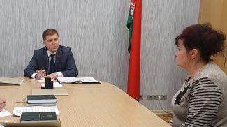 Во время приема граждан. Фото пресс-службы Совета Республики