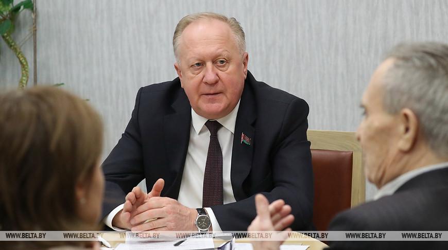 Виктор Лискович во время приема граждан