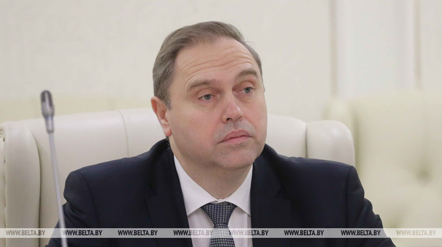Председатель облисполкома оценил организацию оказания медицинской помощи пациентам с коронавирусом в Лидской ЦРБ.
