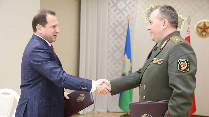 Давид Тоноян и Виктор Хренин. Фото Министерства обороны