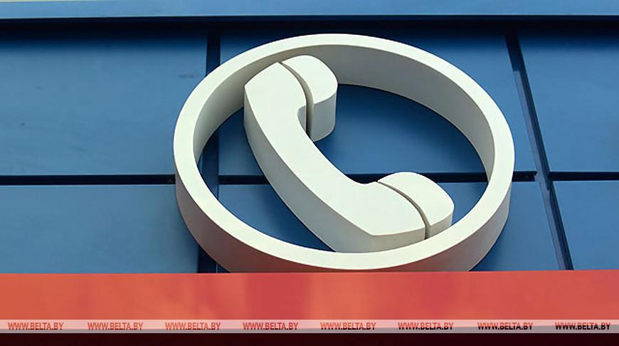 Для вопросов по начислению зарплат бюджетникам работают специальные телефонные линии — Минтруда