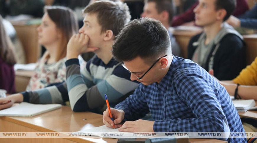 Минздрав оценивает вероятность распространения коронавируса среди студентов как невысокую