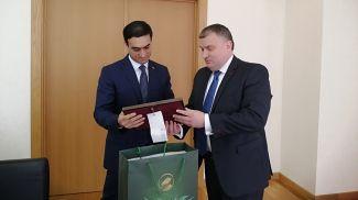 Вепа Хаджиев и Вячеслав Бескостый. Фото посольства Беларуси в Туркменистане