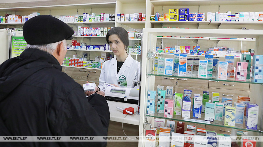 Минздрав установил нормы продажи в аптеках масок, перчаток, антисептиков и парацетамола