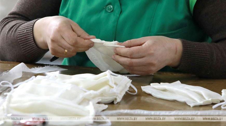 Во время производства масок из марли