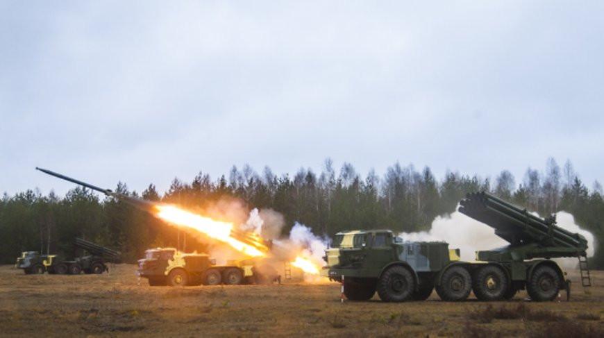 Наши бьют! В Беларуси проходят тактические учения с подразделениями ракетных войск ВС