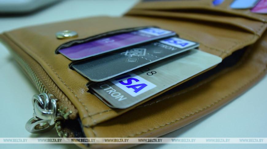 В Беларуси разрешили снимать наличные деньги с банковской карты через кассу магазина