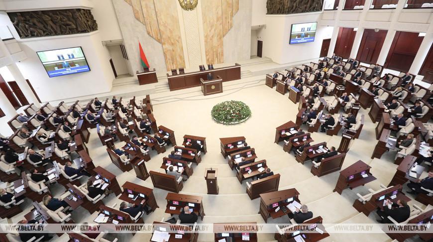Депутаты приняли в первом чтении поправки в закон о госсимволах