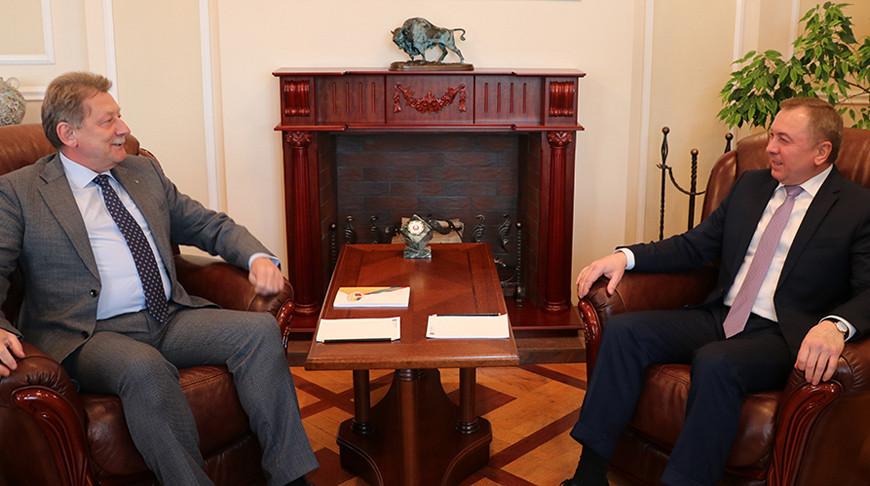 Посол Украины на встрече с Макеем передал вышиванку - подарок Лукашенко от Зеленского