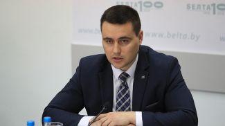 Андрей Иванец во время круглого стола