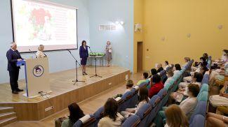 Наталья Кочанова во время посещения