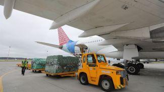 Самолет с гуманитарным грузом
