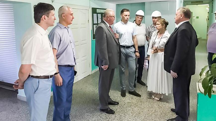 Игорь Карпенко во время посещения общежития №10 Белорусского государственного университета. Фото БГУ