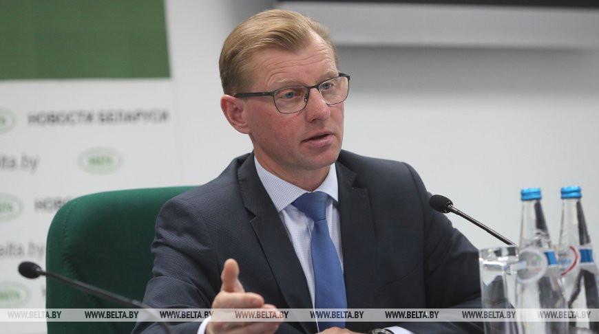 Геннадий Болбатовский во время пресс-конференции