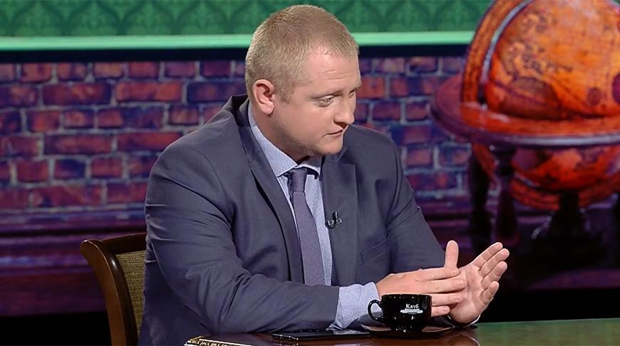 "Политолог Александр Шпаковский. Скриншот видео ""Беларусь 1"""