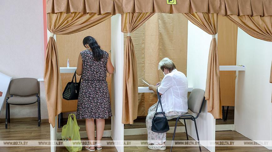 Во время досрочного голосования на участке № 20 в Минске