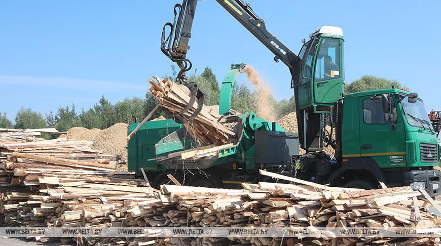 Переработка древесных отходов в щепу, которая используется для производства пеллет