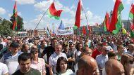 """""""Мы разные, но Беларусь у нас одна"""" - митингующие на площади Независимости в Минске приняли петицию в поддержку мира"""