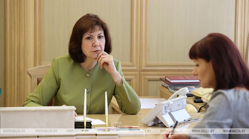 Наталья Кочанова во время прямой линии