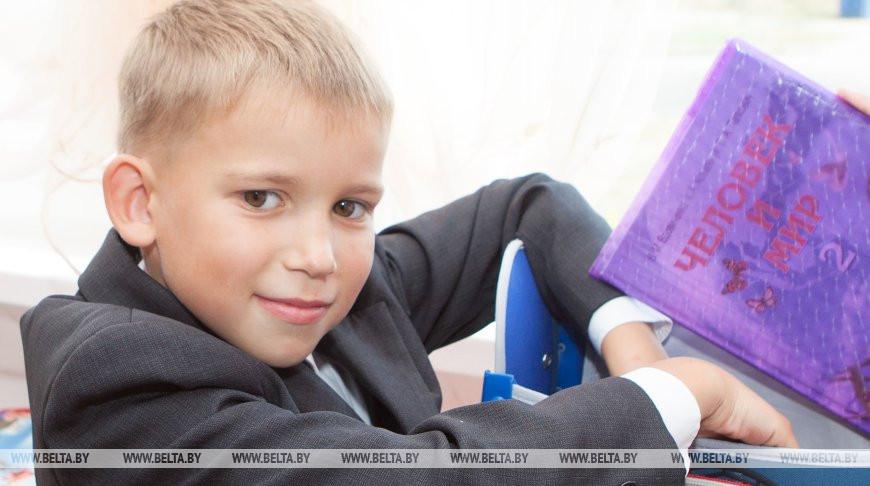 Банк БелВЭБ оказал материальную поддержку школам в Минске и Орше ко Дню знаний